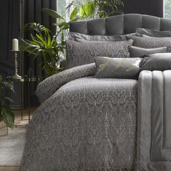 photo of Laurence Llewelyn-Bowen Masque Bedding Set King