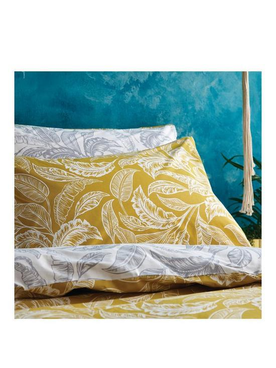 Accessorize Mozambique Quilt Set